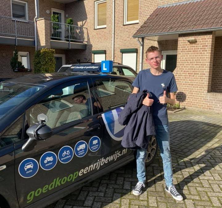 Wij feliciteren Jop met het behalen van zijn rijbewijs